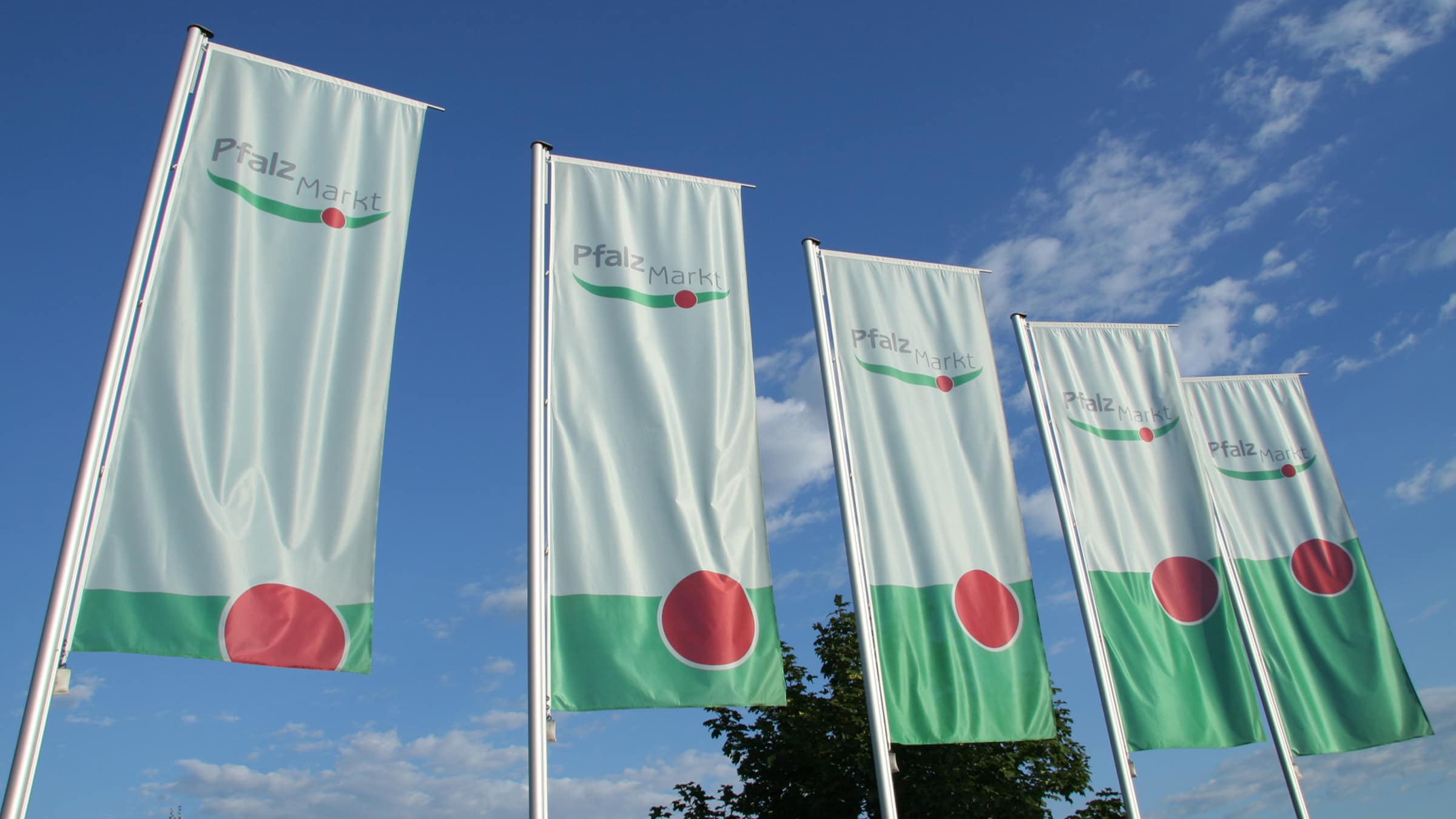 Pfalzmarkt Flags Entrance